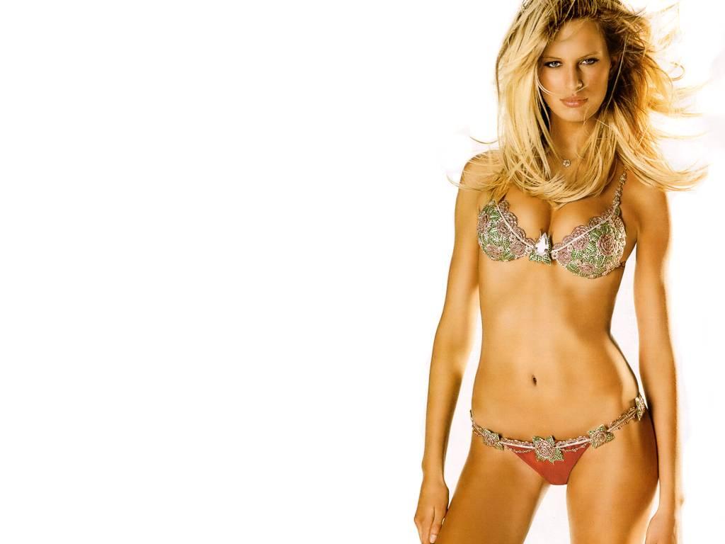 Karol na kurkov desnuda